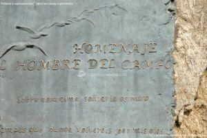 Foto Estatua homenaje al Hombre del Campo 1