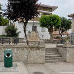 Foto Plaza de la Fuente de Cabanillas de la Sierra 3