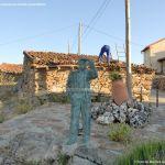 Foto Escultura de Bronce Oteando el Valle 3