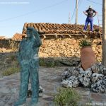 Foto Escultura de Bronce Oteando el Valle 6