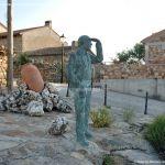 Foto Escultura de Bronce Oteando el Valle 7