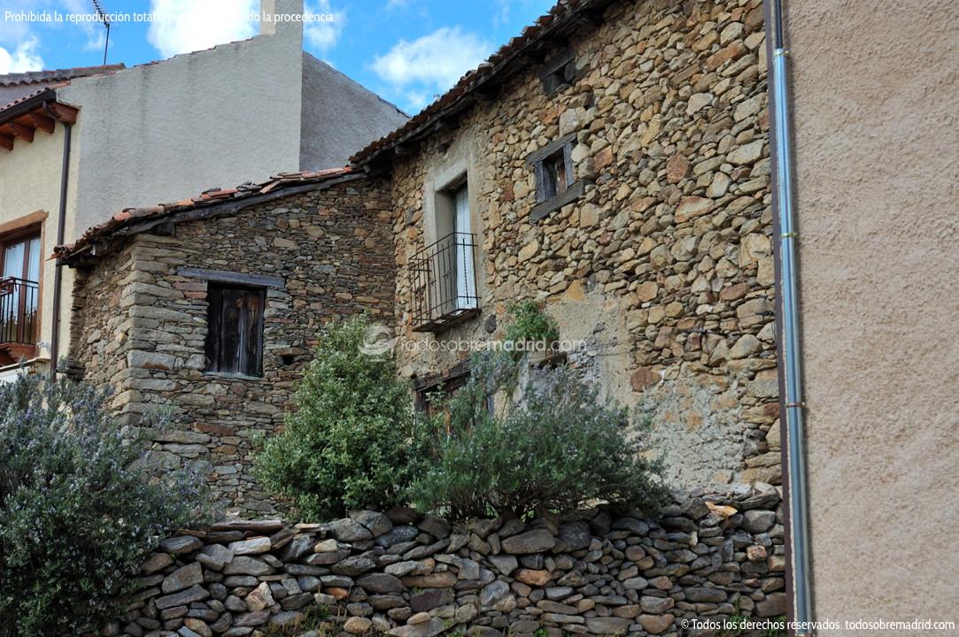Viviendas tradicionales en horcajuelo de la sierra 1 for Arquitectura que ver en madrid