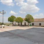 Foto Plaza de la Iglesia de Ribatejada 4