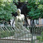 Foto Escultura Plaza de la Constitución de Velilla de San Antonio 2