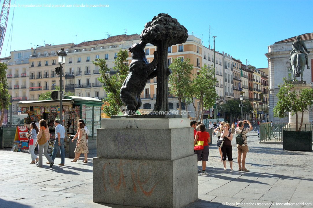 Estatua de el oso y el madro o for Que ver en sol madrid