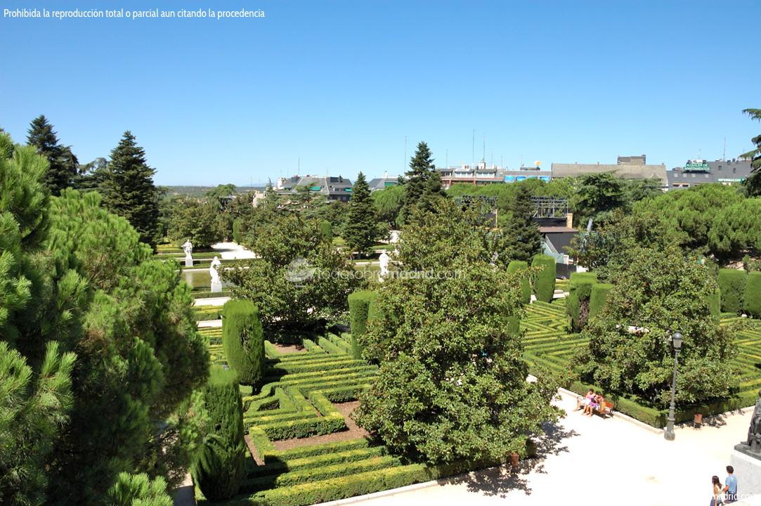 Palacio real jardines de sabatini for Jardines que visitar en madrid