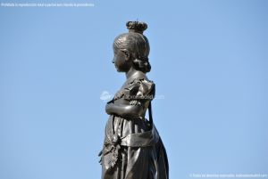 Foto Escultura Isabel II en Aranjuez 9