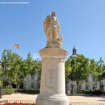 Foto Escultura a Su Majestad el Rey Don Fernando VI 10