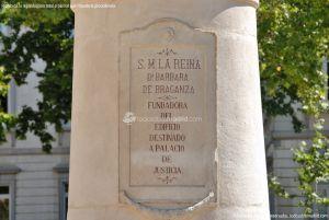 Foto Escultura a Su Majestad la Reina Doña Bárbara de Braganza 2