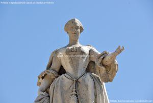 Foto Escultura a Su Majestad la Reina Doña Bárbara de Braganza 5