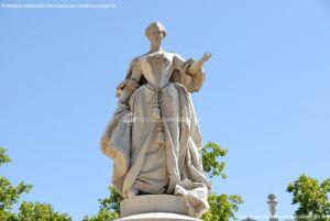 Foto Escultura a Su Majestad la Reina Doña Bárbara de Braganza 7