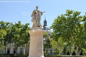 Foto Escultura a Su Majestad la Reina Doña Bárbara de Braganza 11