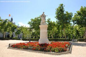Foto Escultura a Su Majestad la Reina Doña Bárbara de Braganza 13