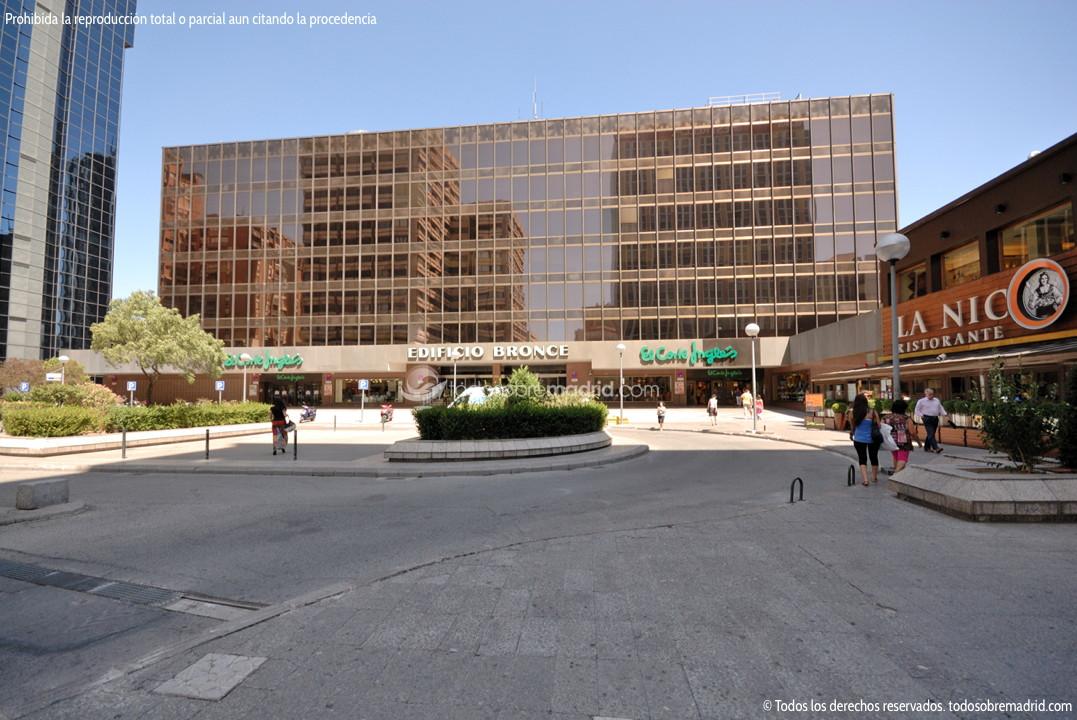 Foto edificio bronce 1 for Edificio de la comunidad de madrid