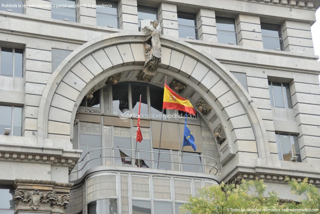 Edificio de la comunidad de madrid finest edificio de la for Oficinas de la comunidad de madrid