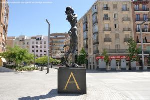 Foto Escultura en la Plaza de Dalí 12