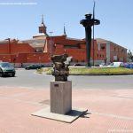 Foto Esculturas en Vía Complutense 3