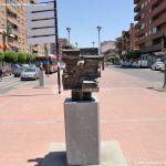 Foto Esculturas en Vía Complutense 7