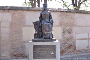 Foto Escultura a la Reina Isabel la Católica 2