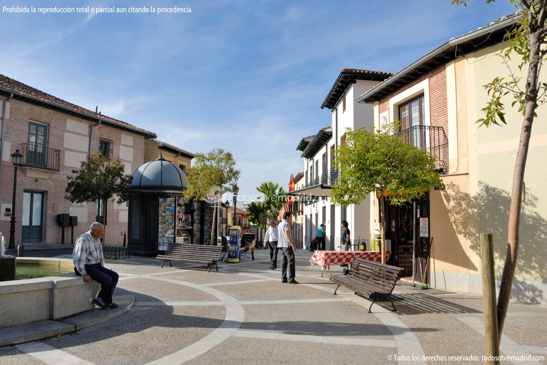 Foto plaza de la puerta del sol de navalcarnero 1 for Plaza puerta del sol