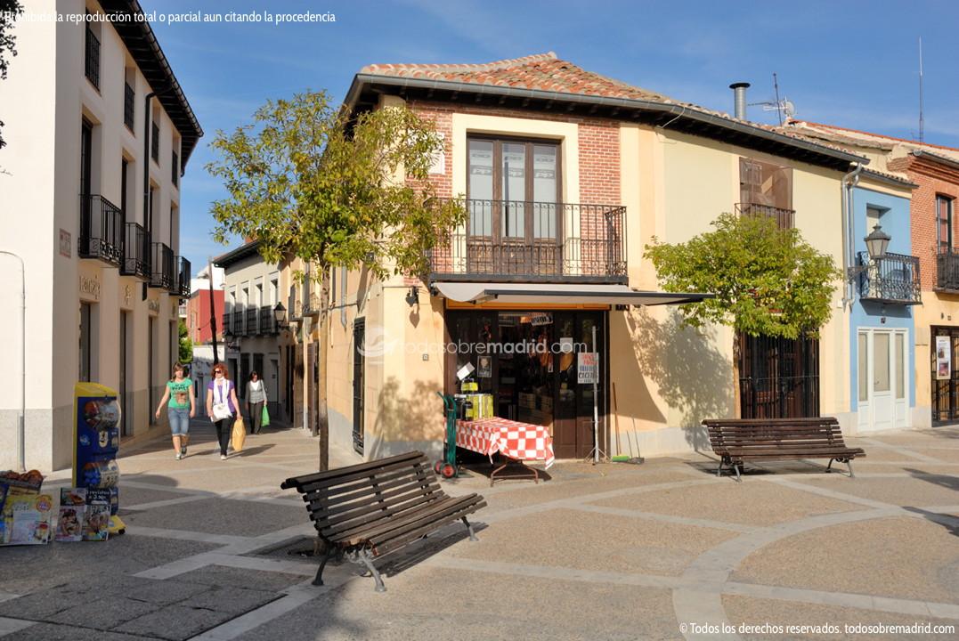 Foto plaza de la puerta del sol de navalcarnero 6 for Plaza puerta del sol