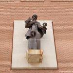 Foto Escultura fachada del Ayuntamiento de Torrejón 1