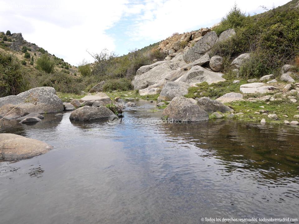Foto piscinas naturales y zona de ba o en el r o ace a 1 for Piscinas naturales y rios en madrid