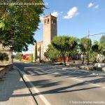 La carretera divide en dos el pueblo fantasma de Fresno de Torote
