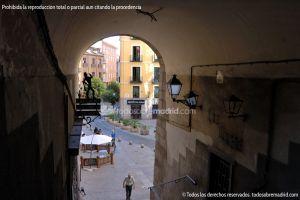 Calle y Arco de Cuchilleros